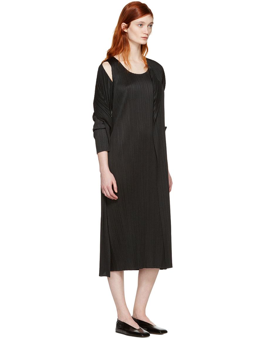 ISSEY MIYAKE Black Pleated Duster Coat